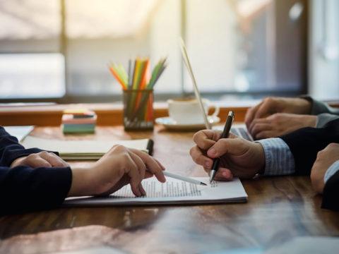 O que eu preciso saber sobre licitações e contratos administrativos?